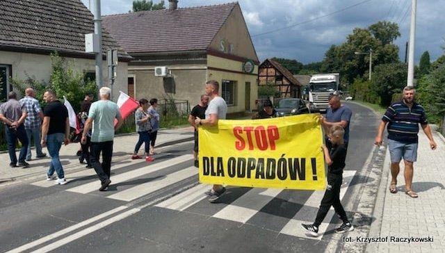 Protest wMirocinie Dolnym. Mieszkańcy mają dość smrodu